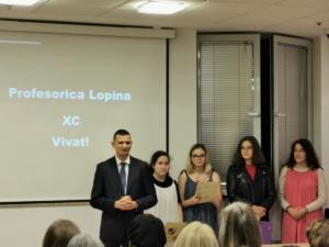 Ravnatelj Klasične gimnazije Boris Anić pozdravio je sve prisutne i čestitao profesorici Lopini rođendan.