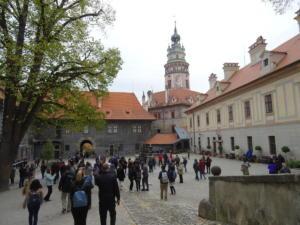 Grad je vrlo slikovit s mješavinom renesansnih, gotičkih i baroknih elemenata.